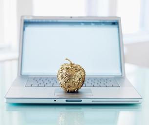 Decorative Apple on Laptopの写真素材 [FYI02944192]