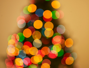 Blurred View of Christmas Treeの写真素材 [FYI02944275]