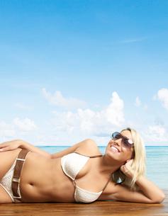 Woman Posing in Bikini near Beachの写真素材 [FYI02944327]