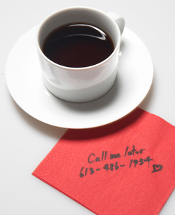 Message on Napkin Beside Coffee Cupの写真素材 [FYI02944393]