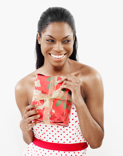 Woman Holding Christmas Presentの写真素材 [FYI02944405]
