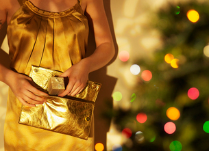 Woman Putting Present into Purseの写真素材 [FYI02944417]