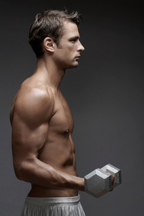Mid adult man lifting dumbbellの写真素材 [FYI02944493]