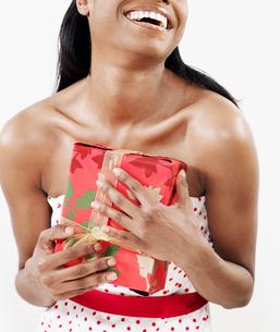 Woman Holding Christmas Presentの写真素材 [FYI02944499]