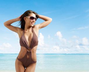 Young Woman Posing in Swimming Costumeの写真素材 [FYI02944505]