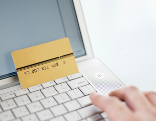 Making Credit Card Payment Over Internetの写真素材 [FYI02944553]