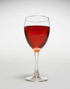 Single Glass of Red Wineの写真素材 [FYI02944554]
