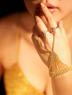 Golden Jewelry on Woman's Handの写真素材 [FYI02944598]