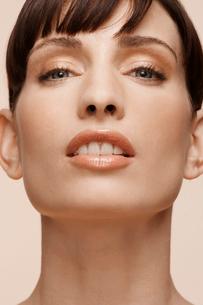 Portrait of mid adult womanの写真素材 [FYI02944607]
