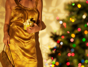 Close-Up of Woman with Christmas Presentの写真素材 [FYI02944627]