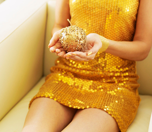 Woman Holding Golden Appleの写真素材 [FYI02944657]