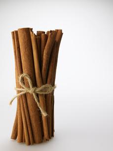 Bundle of Cinnamon Sticksの写真素材 [FYI02944821]
