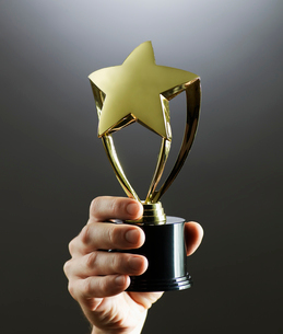 Person Holding Trophyの写真素材 [FYI02944882]