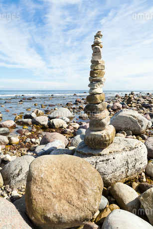 Sweden, Oland, Neptuni akrar, Stack of balanced rocks at theの写真素材 [FYI02944964]