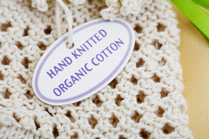 Close-up of label on knitted productの写真素材 [FYI02945053]
