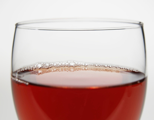 Close-Up of Glass of Red Wineの写真素材 [FYI02945113]