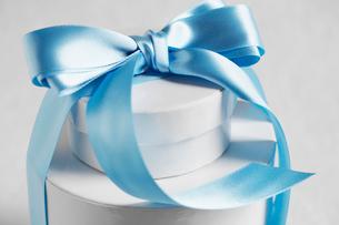 Wedding present with ribbon bowの写真素材 [FYI02945167]