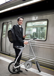 Businessman Commuting by Bicycle and Subwayの写真素材 [FYI02945192]