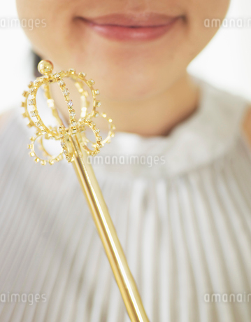 Young woman with Scepterの写真素材 [FYI02945341]