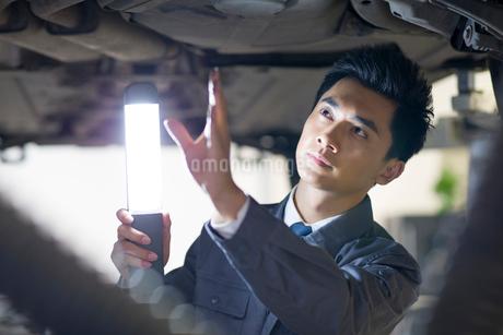 Auto mechanicの写真素材 [FYI02945485]