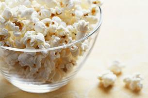 Bowl of popcornsの写真素材 [FYI02945554]