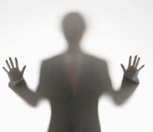 Businessman Behind Opaque Glassの写真素材 [FYI02945596]