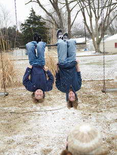 Two Boys Hanging Upside Down From Barの写真素材 [FYI02945734]