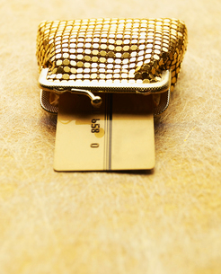 Credit Card in Golden Purseの写真素材 [FYI02945740]