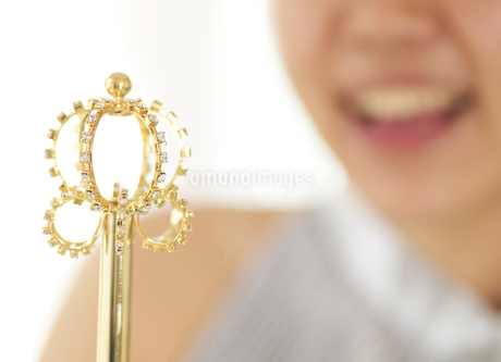 Young woman with Scepterの写真素材 [FYI02945758]