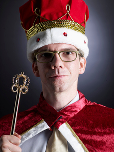 Mid-Adult Man Dressed Up as Kingの写真素材 [FYI02945774]