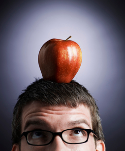 Apple on Mid-Adult Man's Headの写真素材 [FYI02945865]