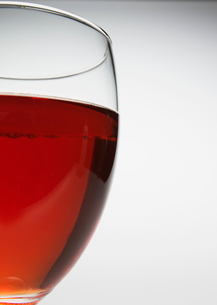 Close-Up of Glass of Red Wineの写真素材 [FYI02945933]