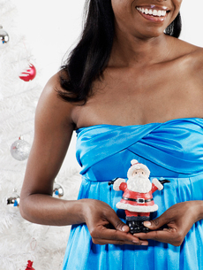 Woman Holding Santa Claus Decorationの写真素材 [FYI02945977]