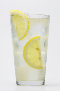 Glass of lemonadeの写真素材 [FYI02946086]