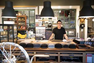 Portrait motorcycle shop owner behind counterの写真素材 [FYI02946134]