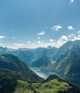 View of Konigssee Lake and Mt Watzmann from Mt Jennerの写真素材 [FYI02946135]