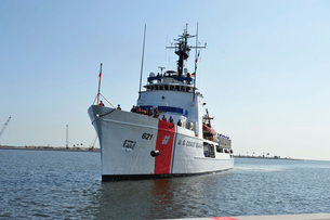 The U.S. Coast Guard cutter Valiant.の写真素材 [FYI02946175]