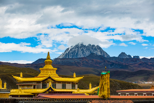 Muya Golden Tower against the sky with white cloud in front of Yala Snow Mountainの写真素材 [FYI02946186]