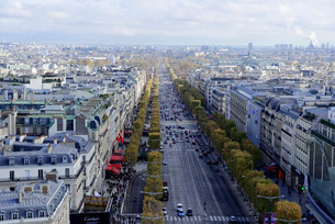 View from the Arc de Triomphe, Avenue des Champs-Elyseesの写真素材 [FYI02946188]