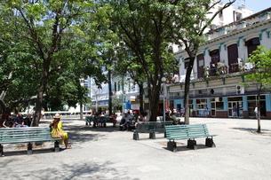 ハバナ旧市街の公園の写真素材 [FYI02946263]