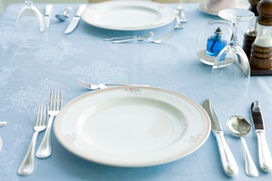 テーブルセットされた食器の写真素材 [FYI02946534]