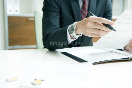 面接官の手元の写真素材 [FYI02947371]