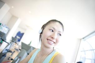 笑顔の女性の写真素材 [FYI02947485]