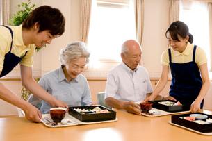 老人ホームでの昼食の写真素材 [FYI02947511]