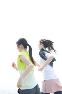ジョギングをする女性の写真素材 [FYI02947718]