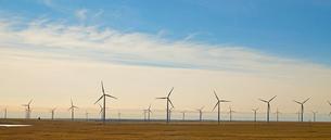 Wind Farm at Sunsetの写真素材 [FYI02947805]