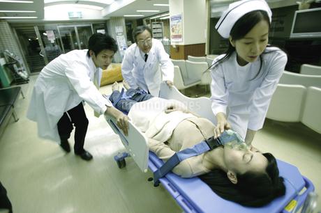 救急患者の写真素材 [FYI02948041]