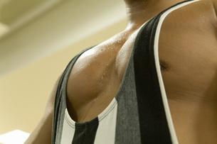男性の胸板の写真素材 [FYI02948457]