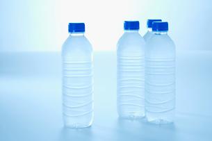 ペットボトルと水の写真素材 [FYI02948715]