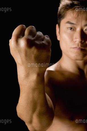 たくましい日本人男性の写真素材 [FYI02948915]